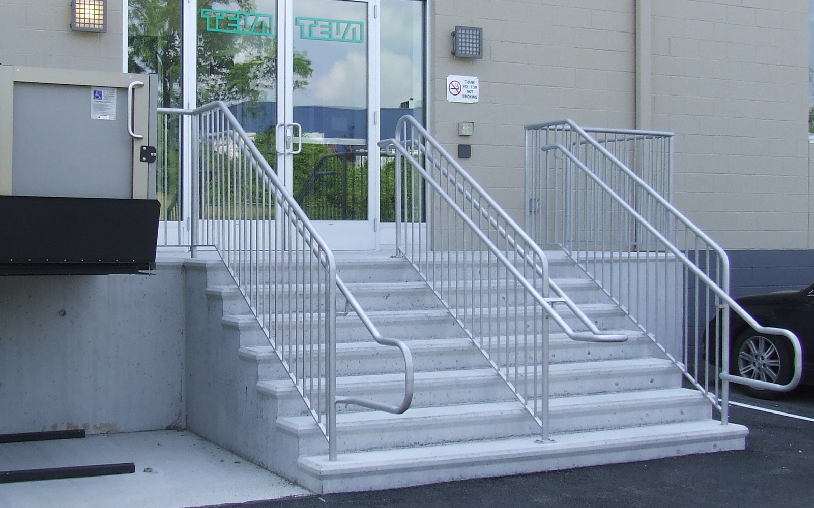 aluminum-railing-for-steps