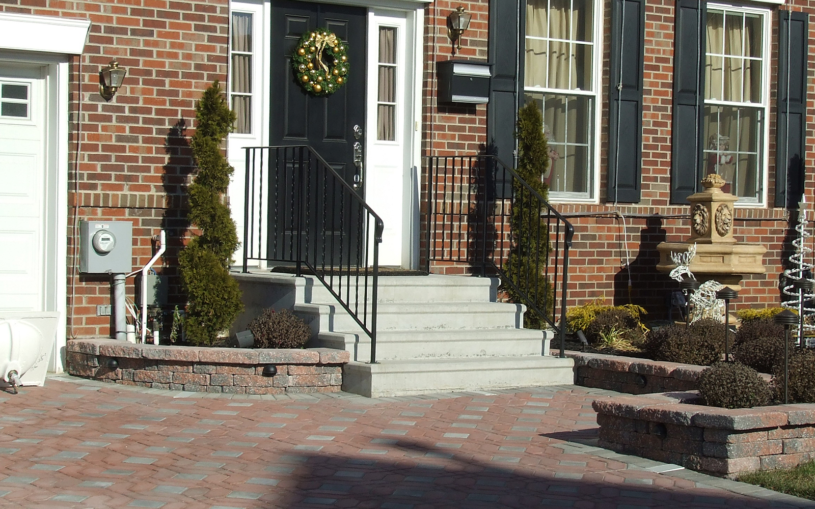 residential-home-steps-with-railing
