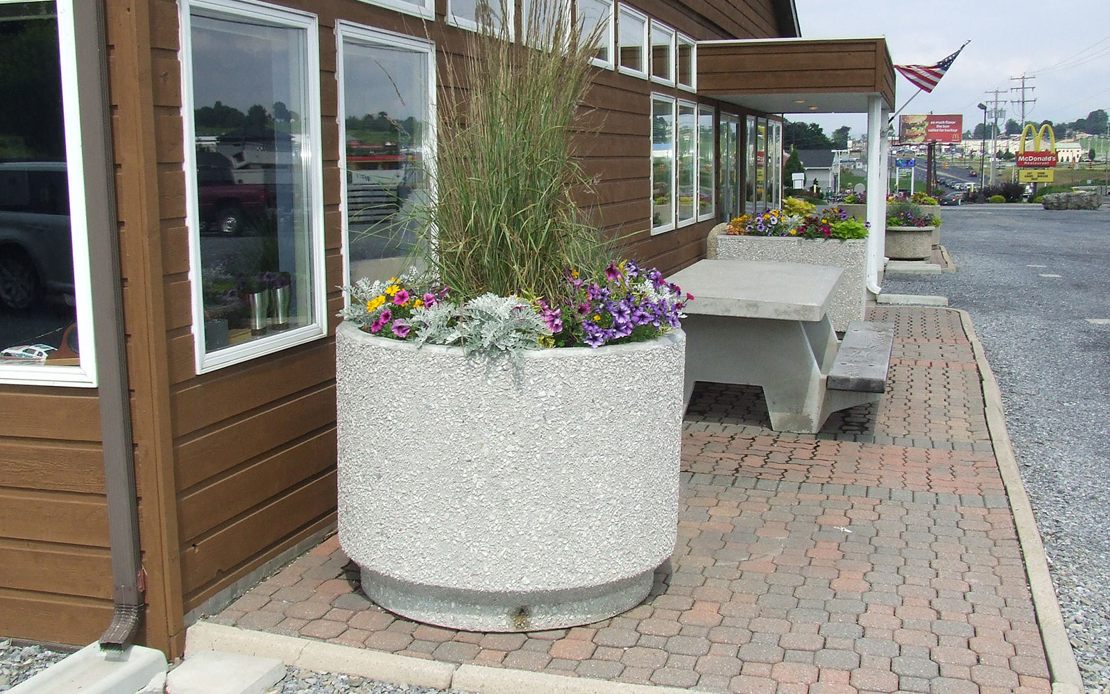 round-planter-with-flowers