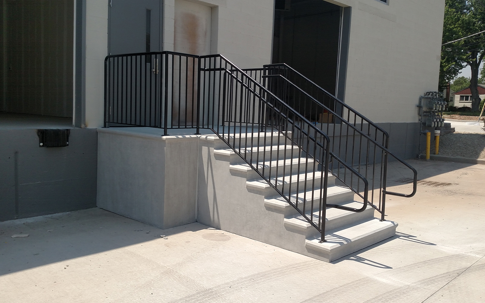 steps-with-platform-black-railing