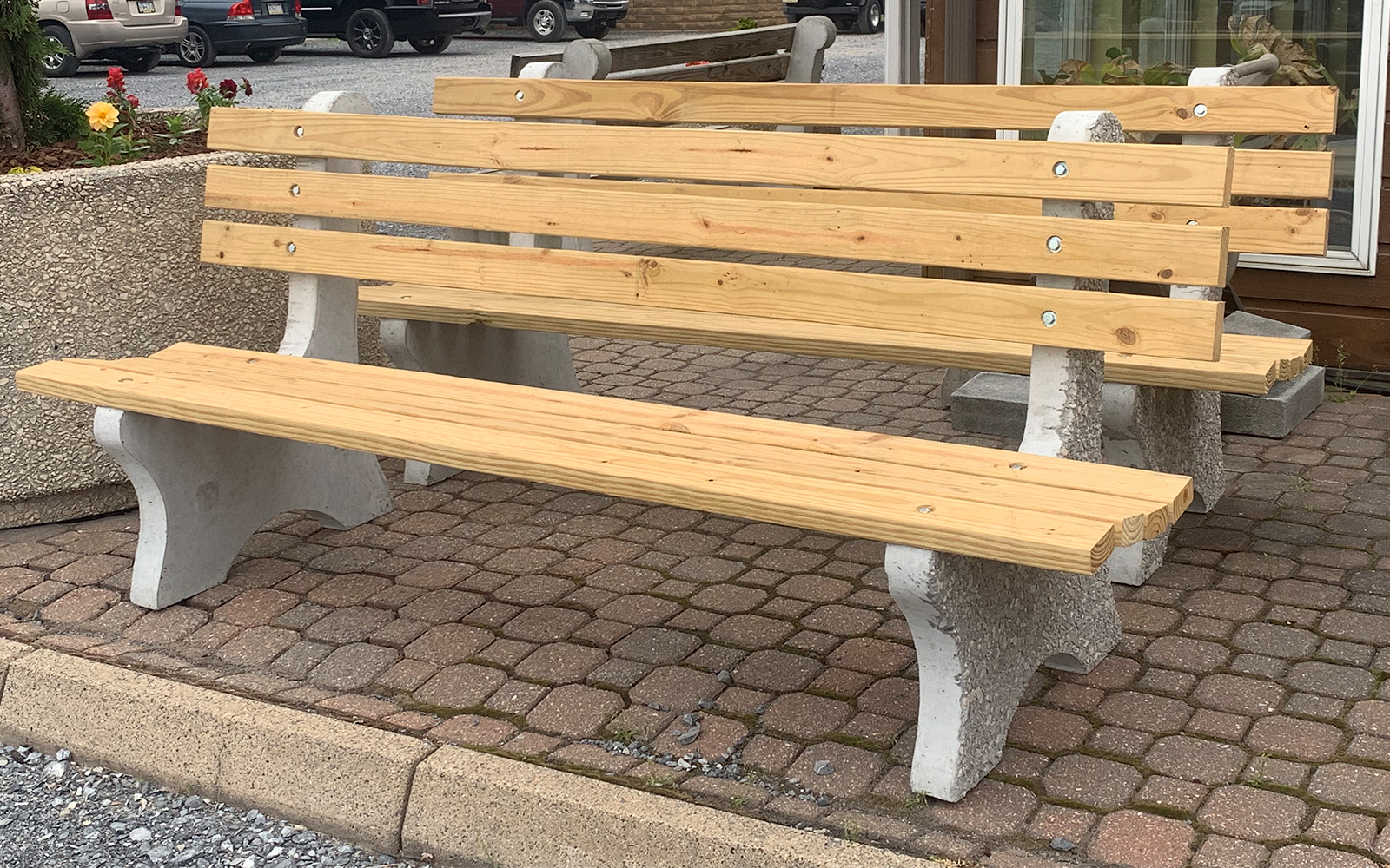 precast-concrete-park-bench-with-wood-seating