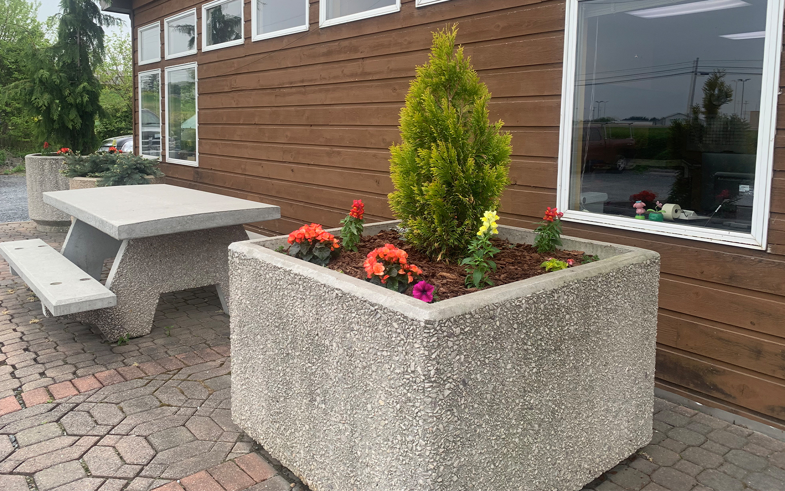 planters-and-picnic-table