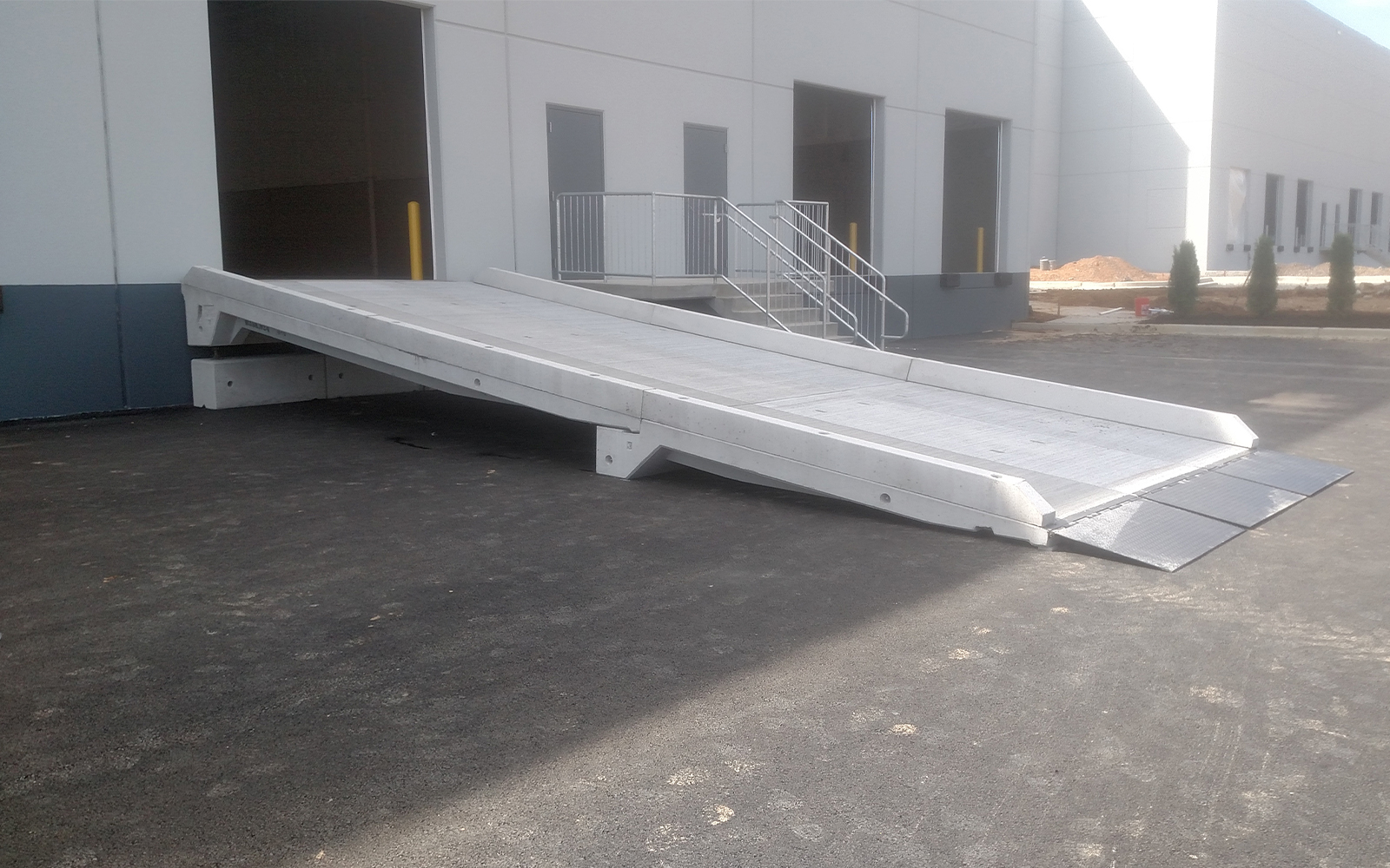 concrete-loading-dock-for-warehouse