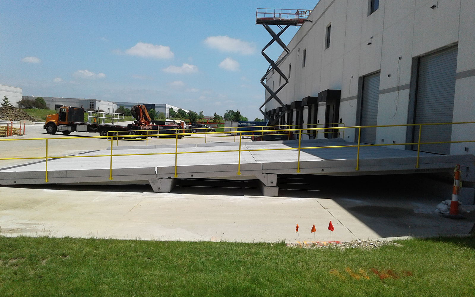 concrete-loading-ramp-warehouse-install
