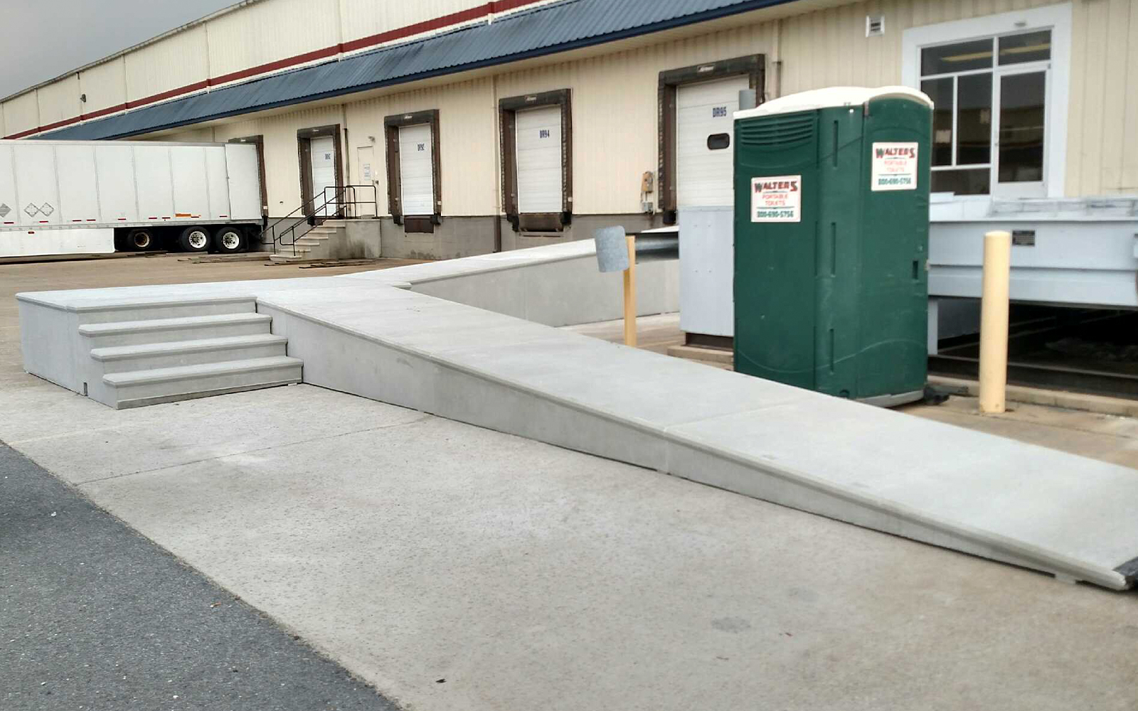 precast-concrete-loading-ramp-with-steps